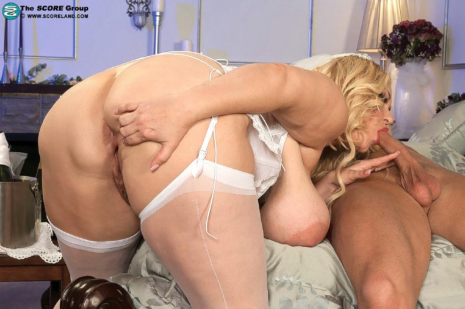 mature-v-porno-poprobovala-viskolznut