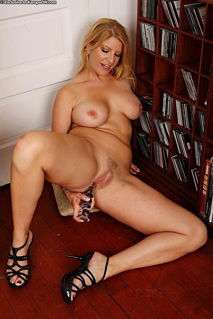 Anal blonde milf