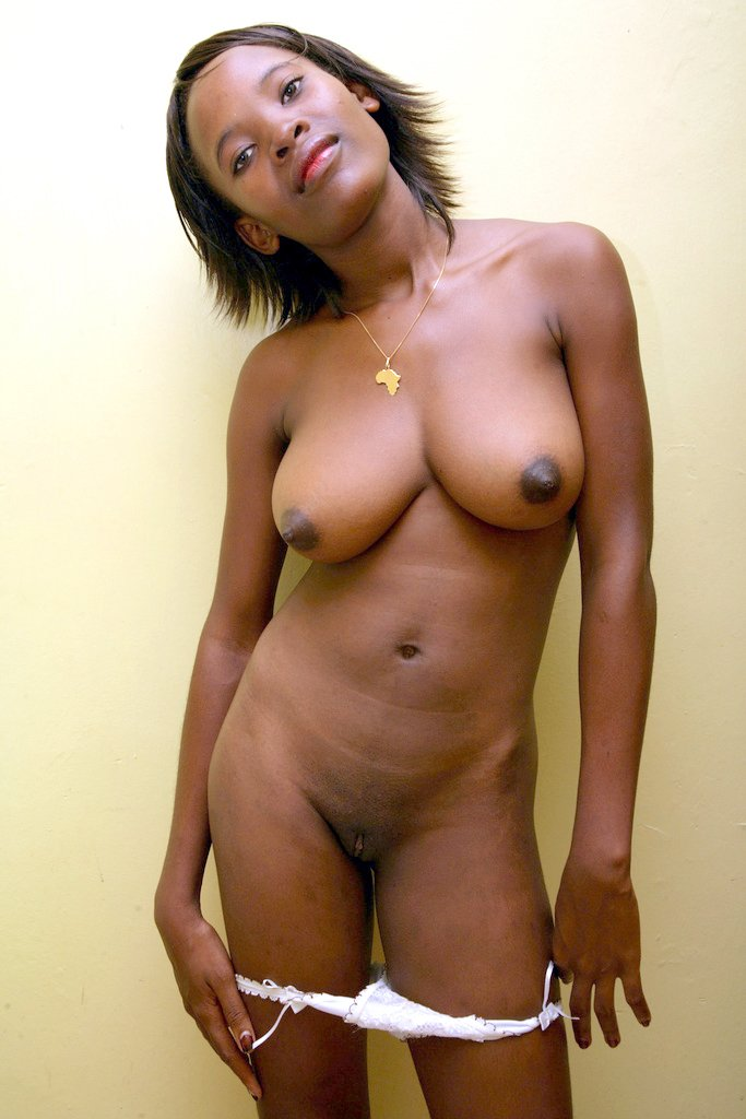 Precisely mature ebony mom nude