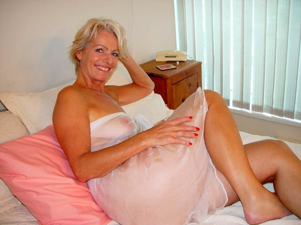 mature blonde porn dating