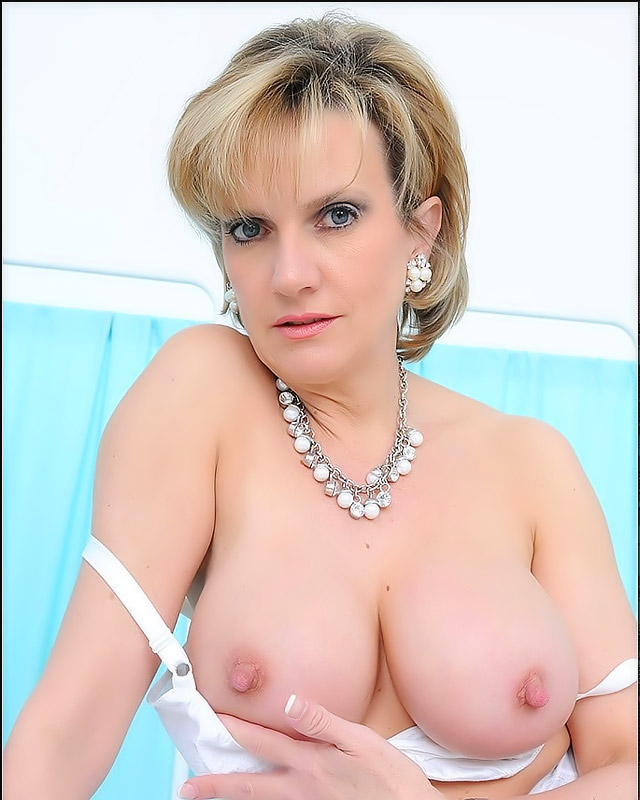 busty mature milf galleries mature porn free picture milf busty riding crop