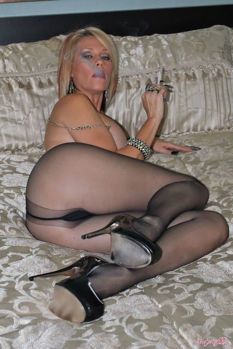 Excited Mature erotic nylons