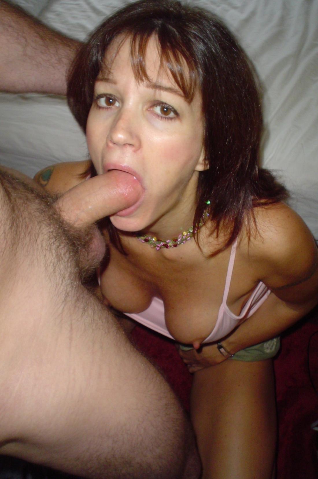 Фото женщину ставят на колени и трахает в рот 27 фотография