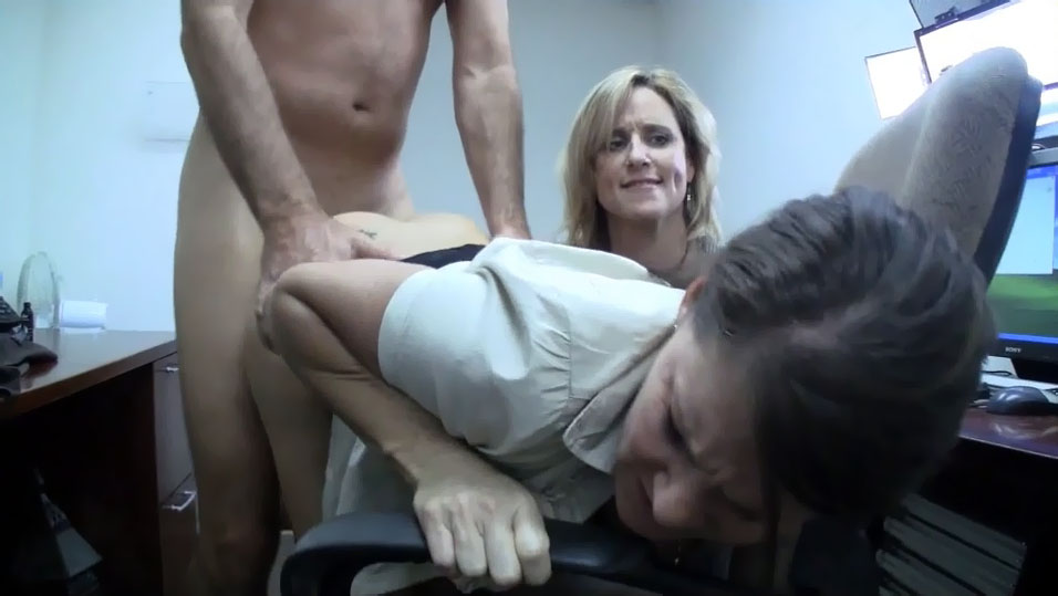 Man fucks mom and not her daughter 9