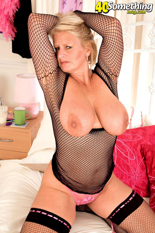 Похотливая мамаша брюнетка с большой грудью соблазнила 12 фотография