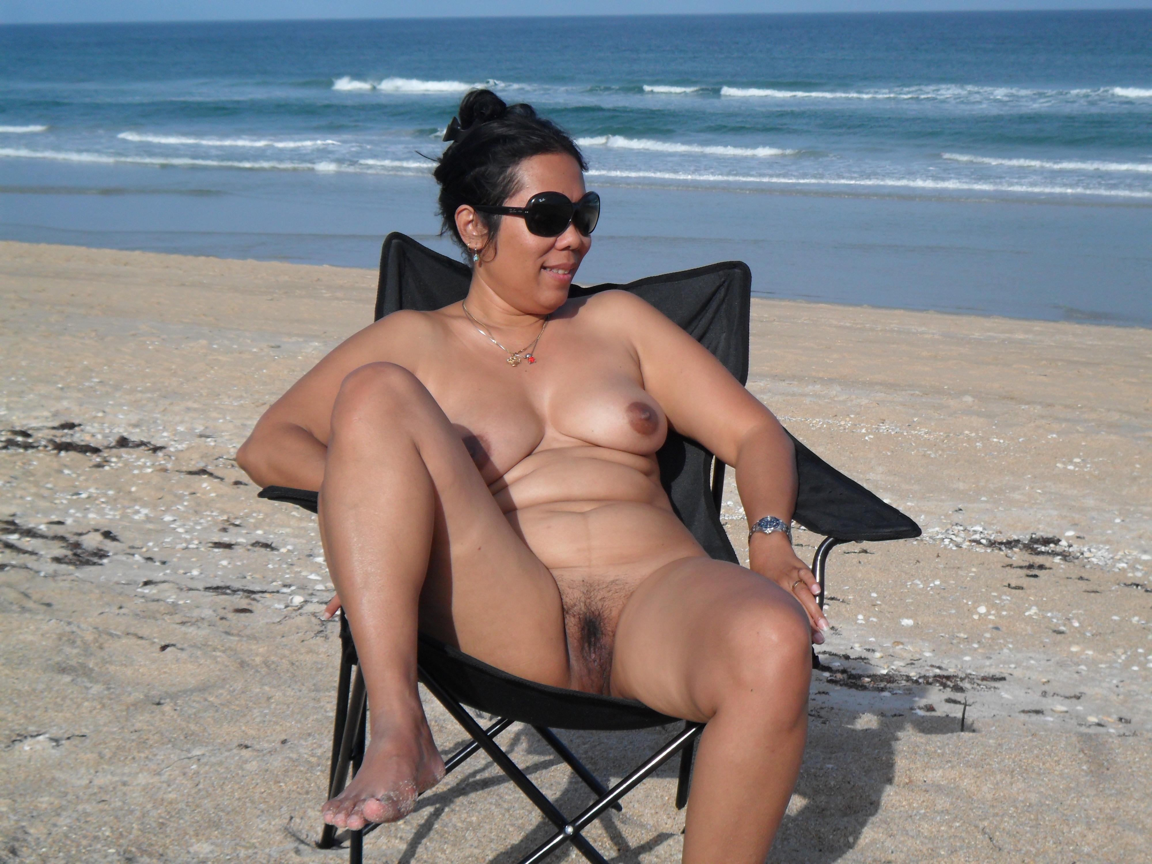 VIVIAN: Fat naked ladies at beach
