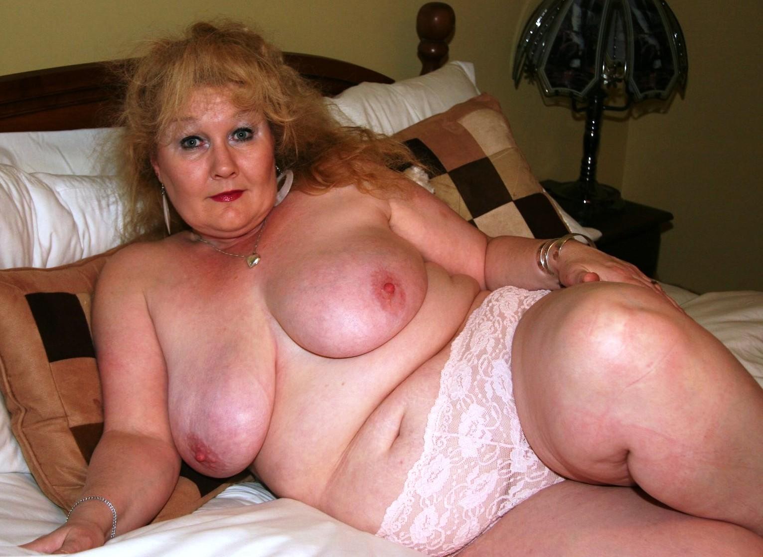 В део старих бабус в секс