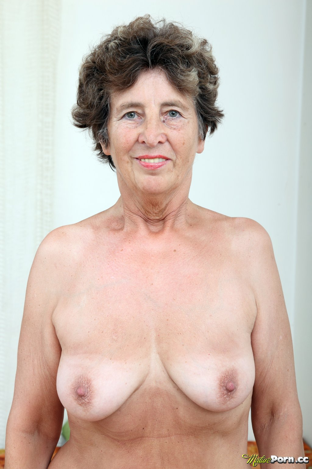 old grannies nude photos free