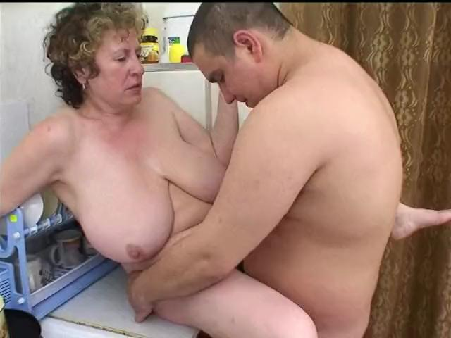 giantee mommy wet hot pussy