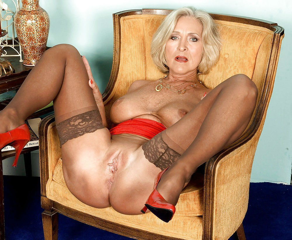 Porn galleries granny Hot Granny