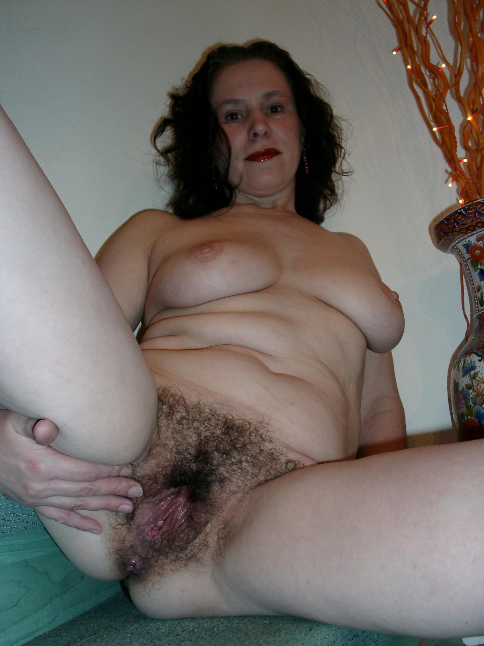 Тетка бреет писку 5 фотография