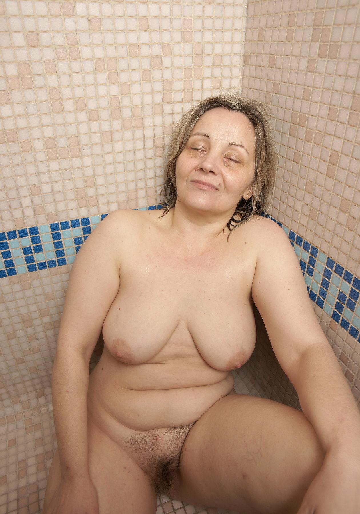 Фото голых за 50 женщин 18 фотография