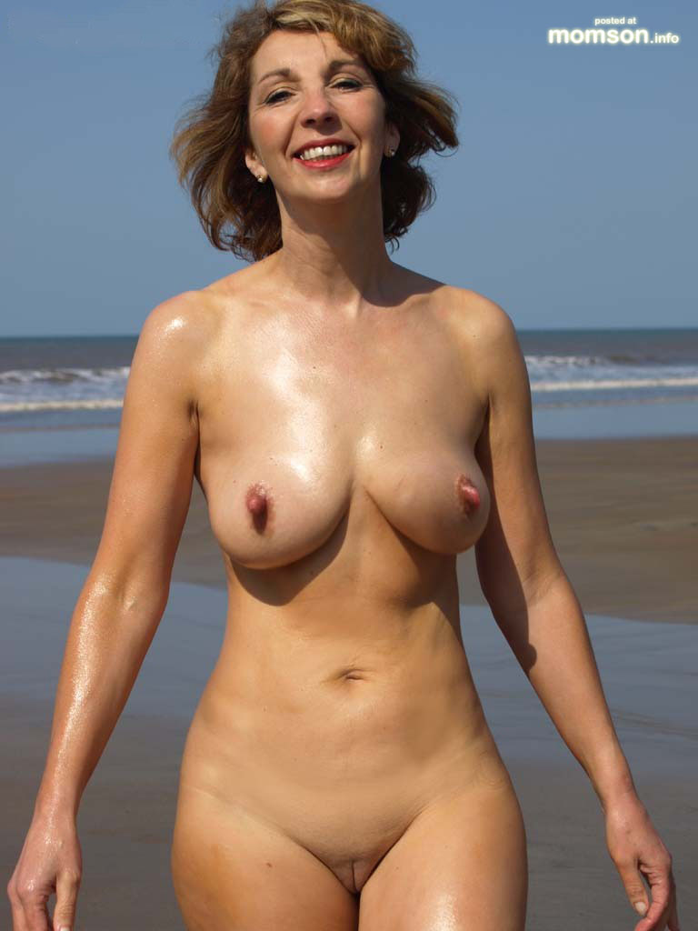 Hot Mom Naked Pussy Nude Mom Naked Mother Beach Body Oily Jogging ...