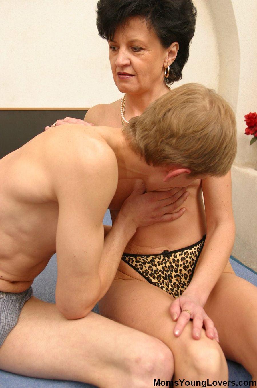Смотреть порнуху старыми бабами, поимел очень жестко
