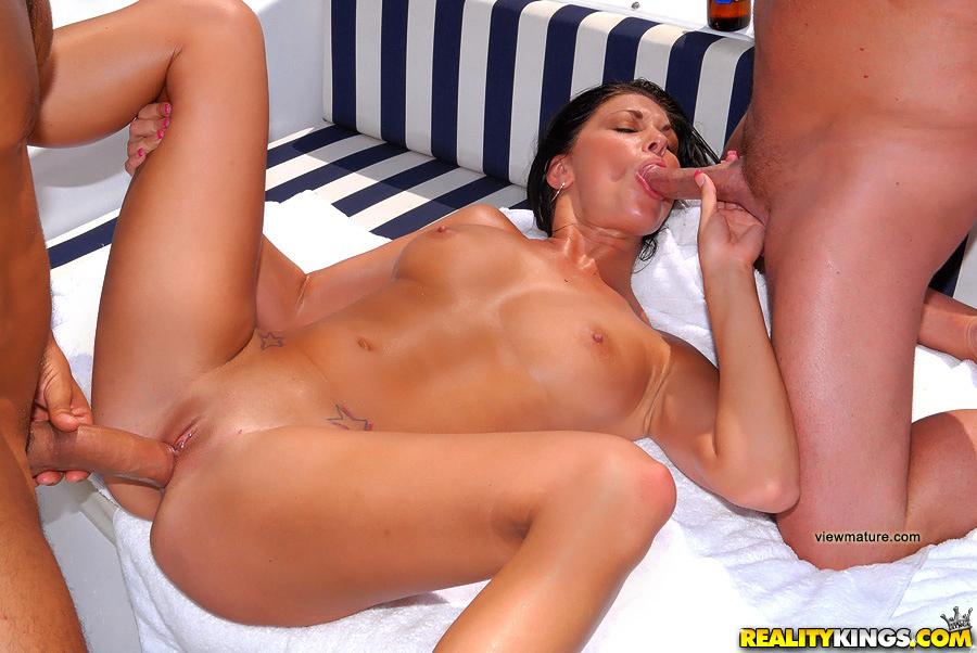 karyn parsons nude photos