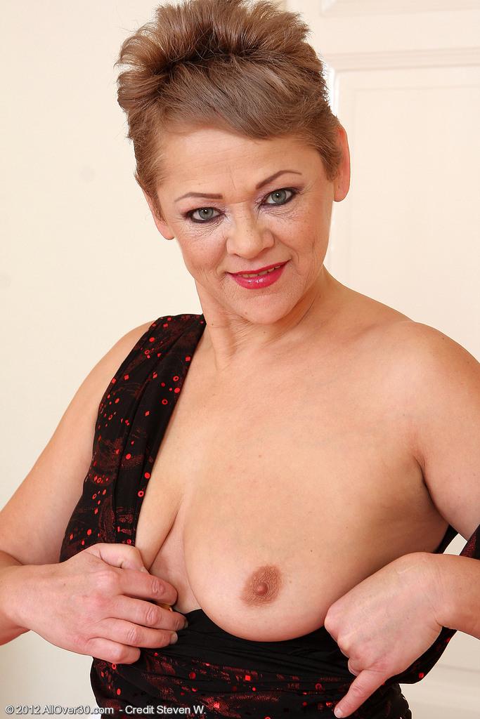 Leery Women  Mature Women Sex Pictures