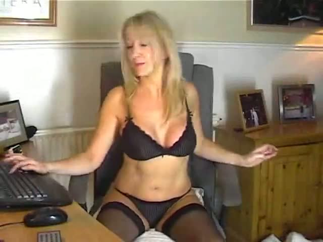 hot moms pussy pussy mom hot stockings showing