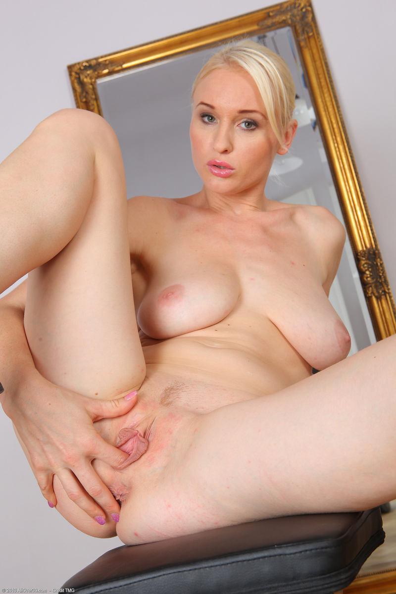 Amature wife huge dildo
