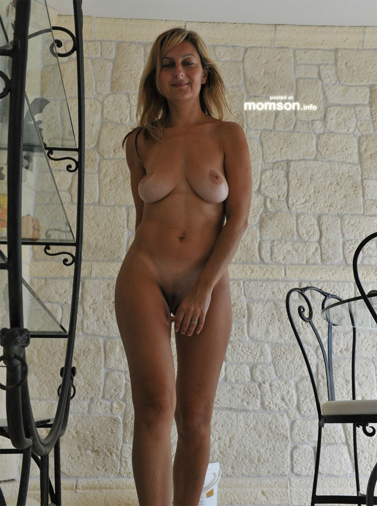 nude pics of hot and sexy moms