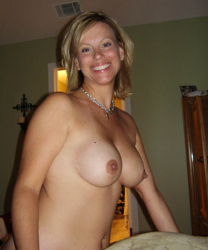 Naked sexy housewife