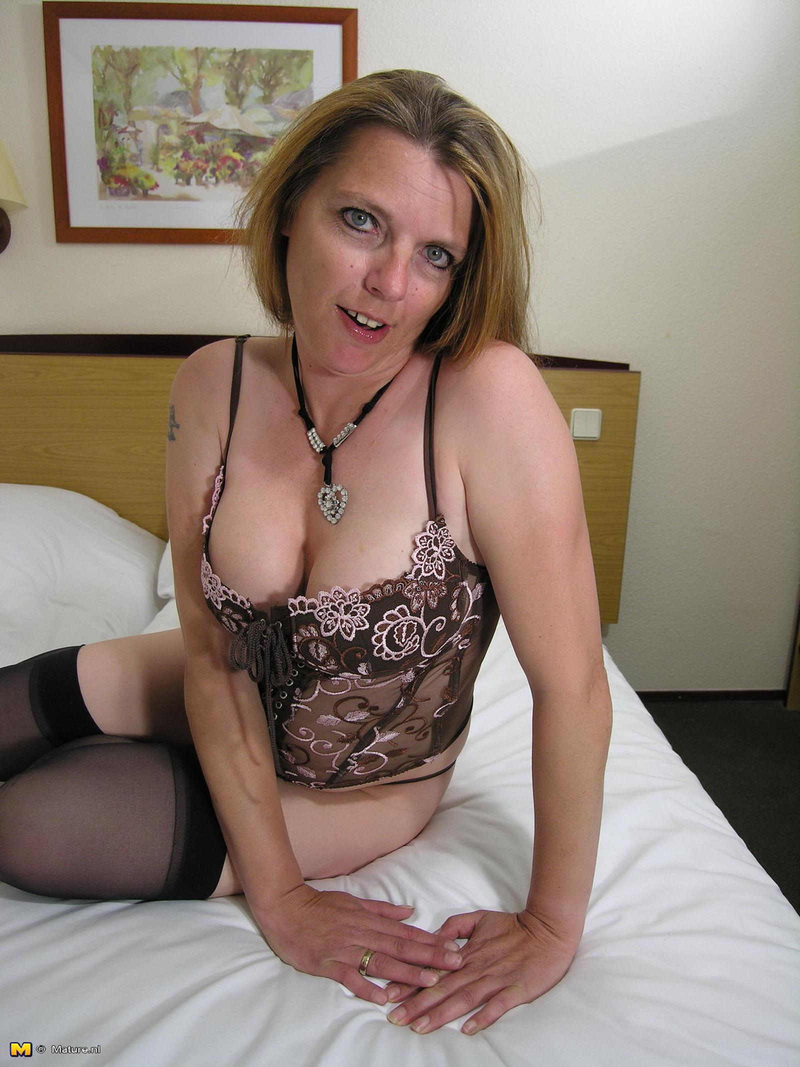 Секс с огурцом зрелые женщины 18 фотография