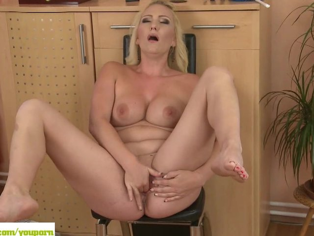 house wife porn pic mature watch housewife masturbates caroline
