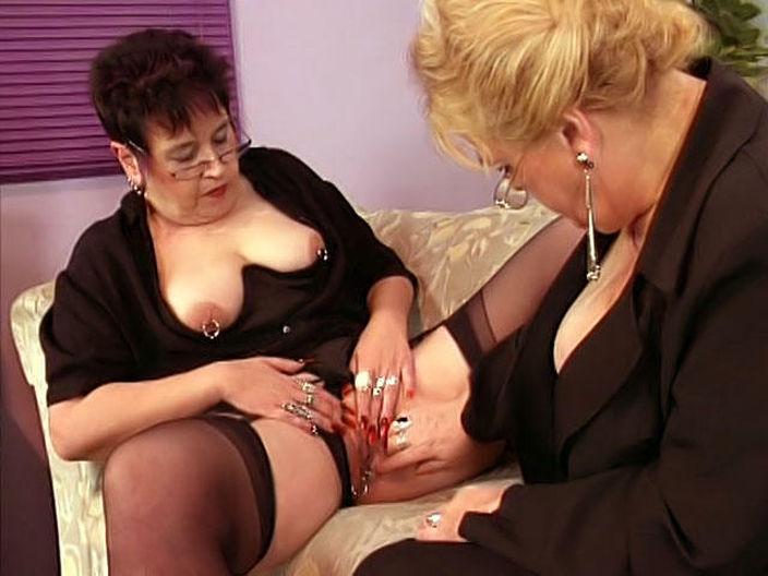 смотреть онлайн бабушки лесбиянки в порно