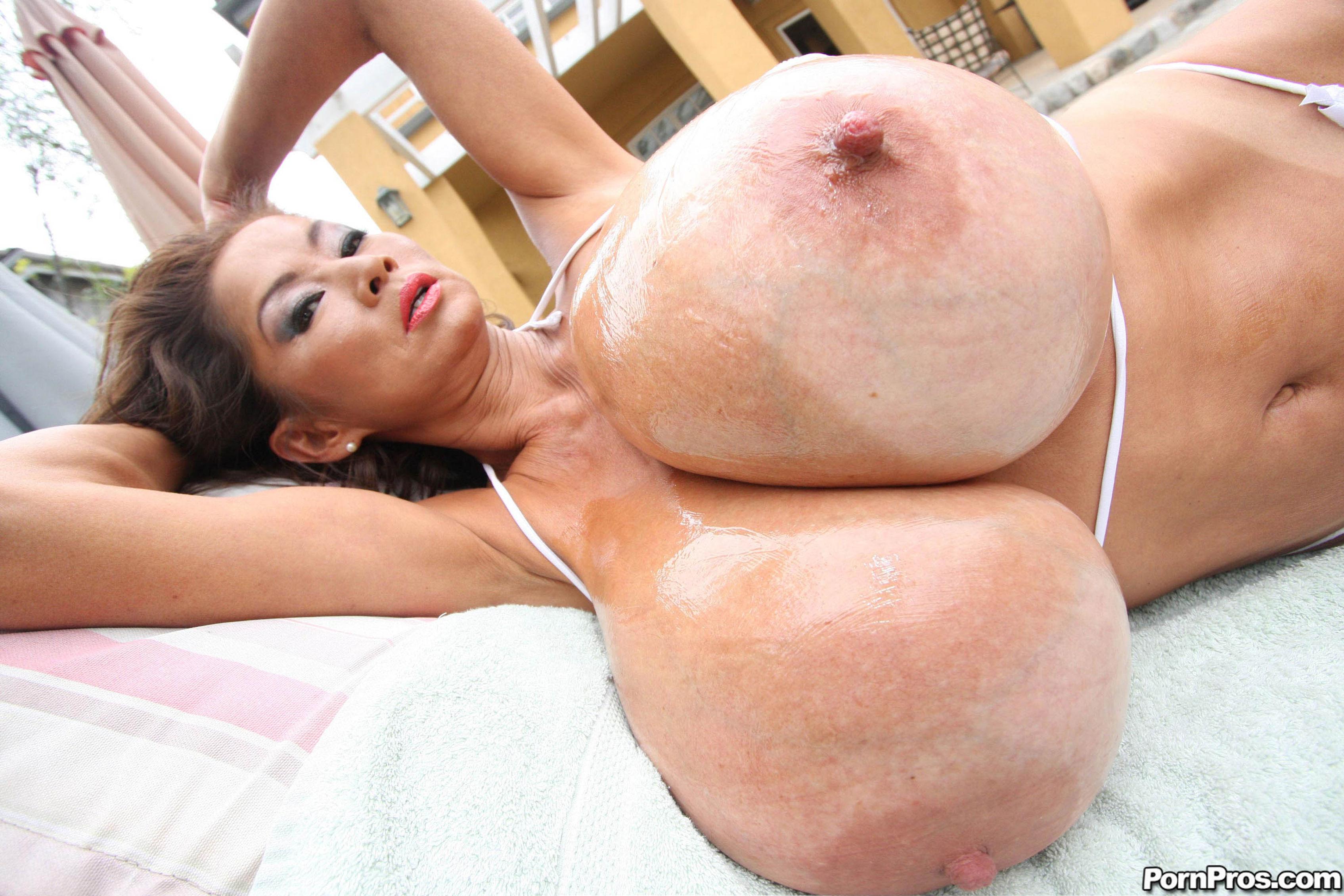 Самые огромные груди порно фото 20 фотография