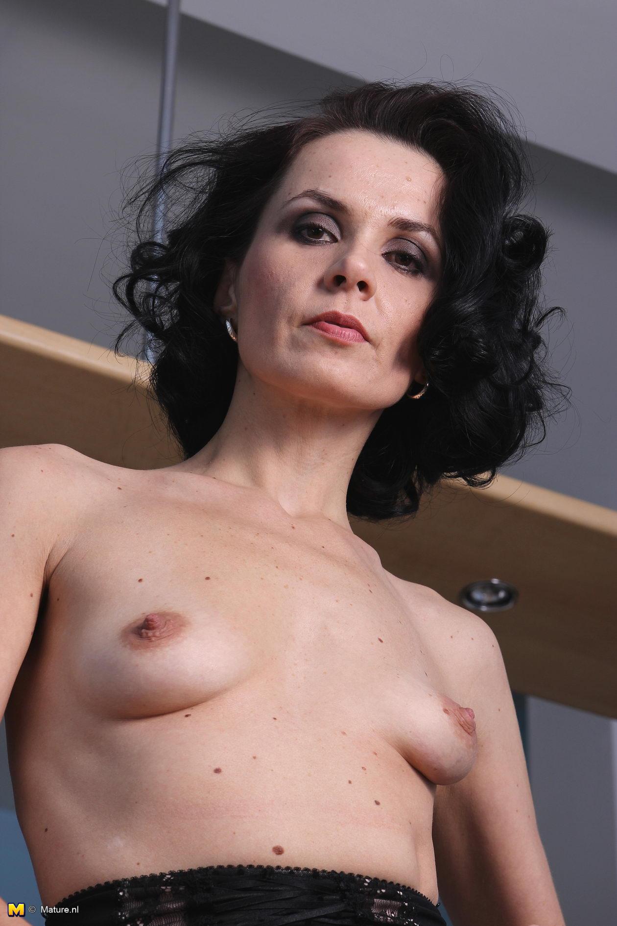 Skinny milf porn