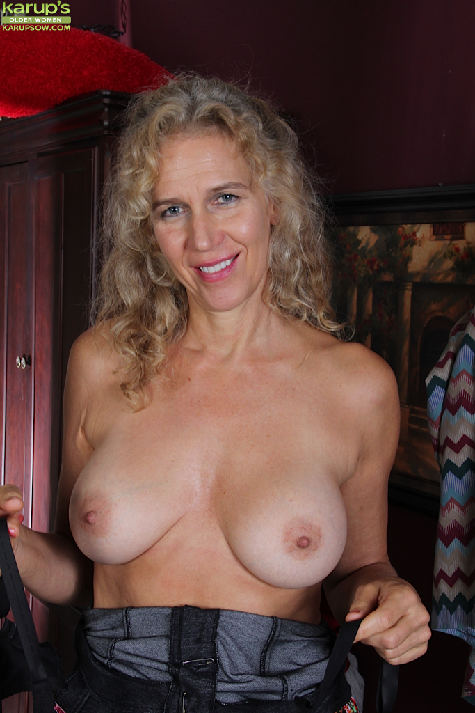 Nude mature women nipples are not