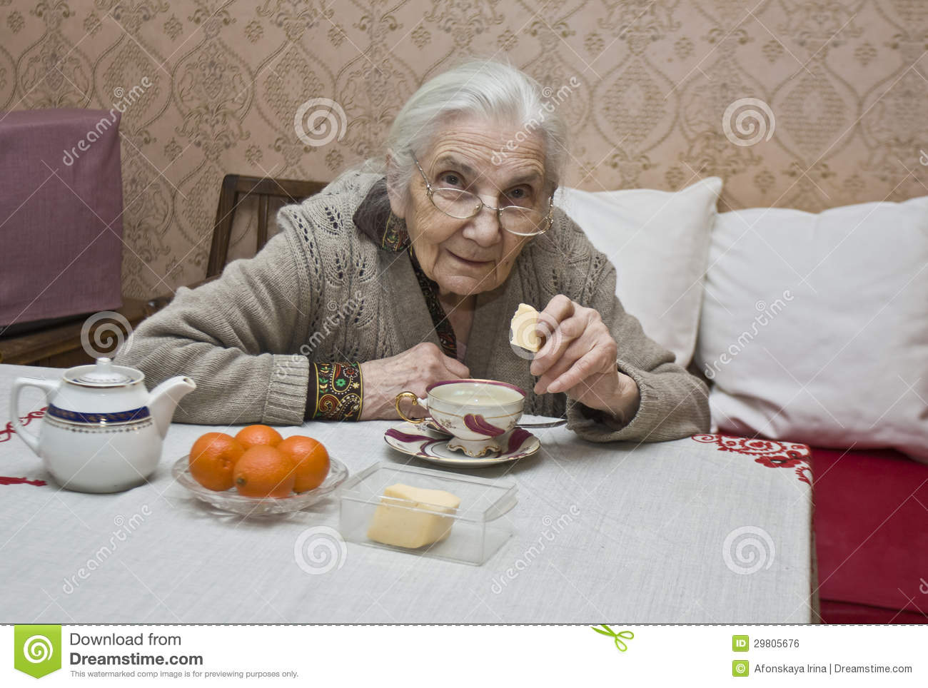 Снял старую бабушку 24 фотография