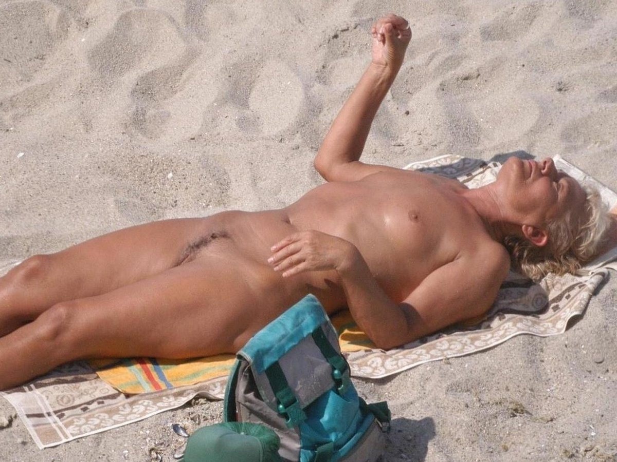 Can mature topless beach photo