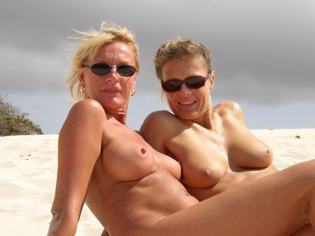 Пожилые нудисты на пляже - Онлайн порно для самых преданных ...