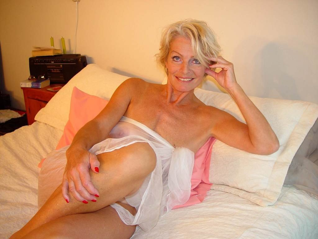 Mature hot women blonde nude