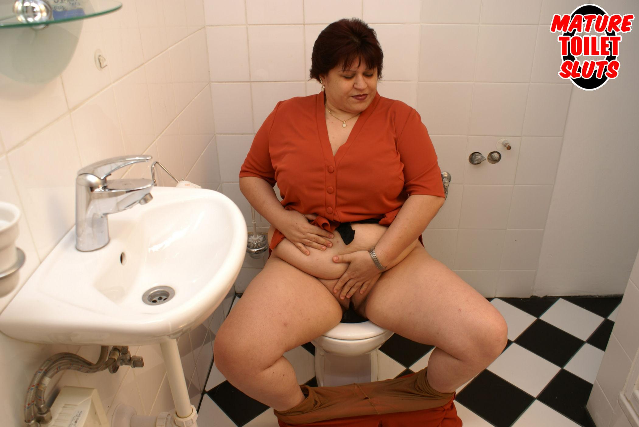 Туалет дамы зрелые скрыто 11 фотография