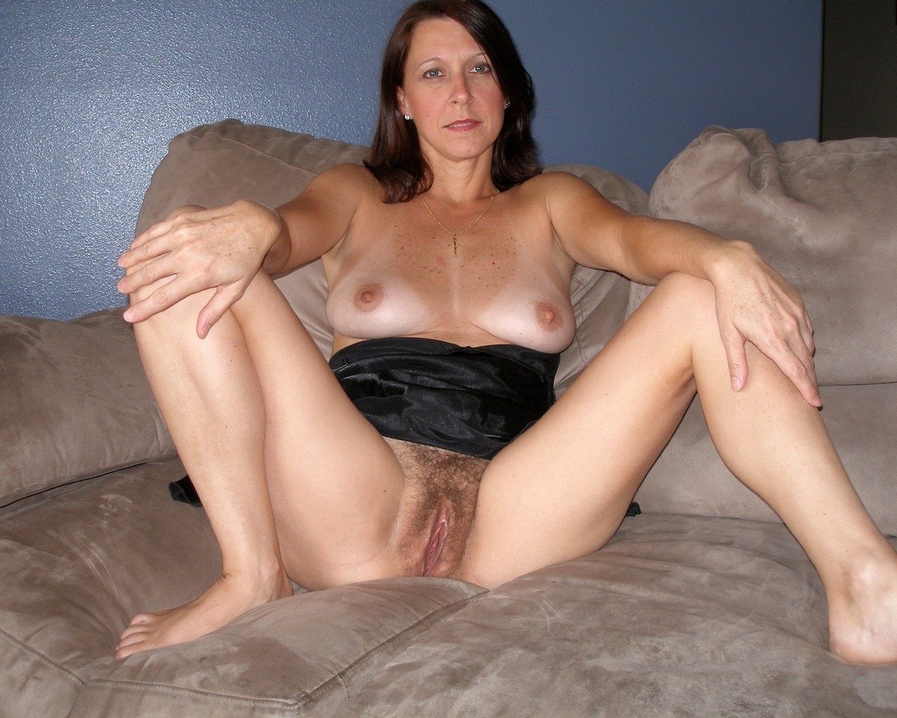 Тетя без трусов порно 13 фотография