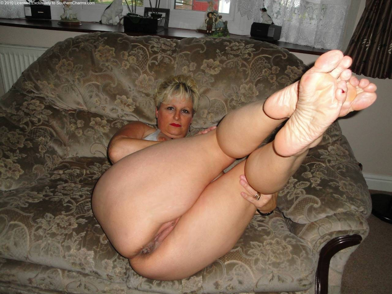 naked mature feet