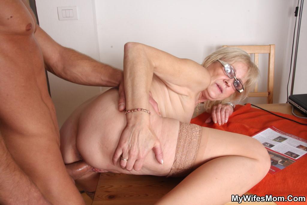 Фото порно ебут бабушек