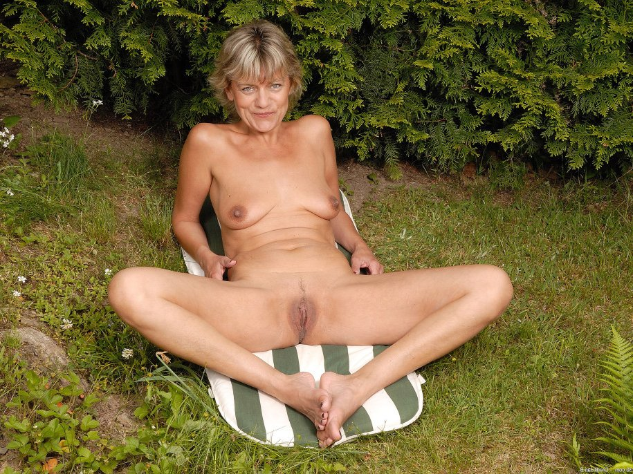 Lesbian Old And Milf Tubes