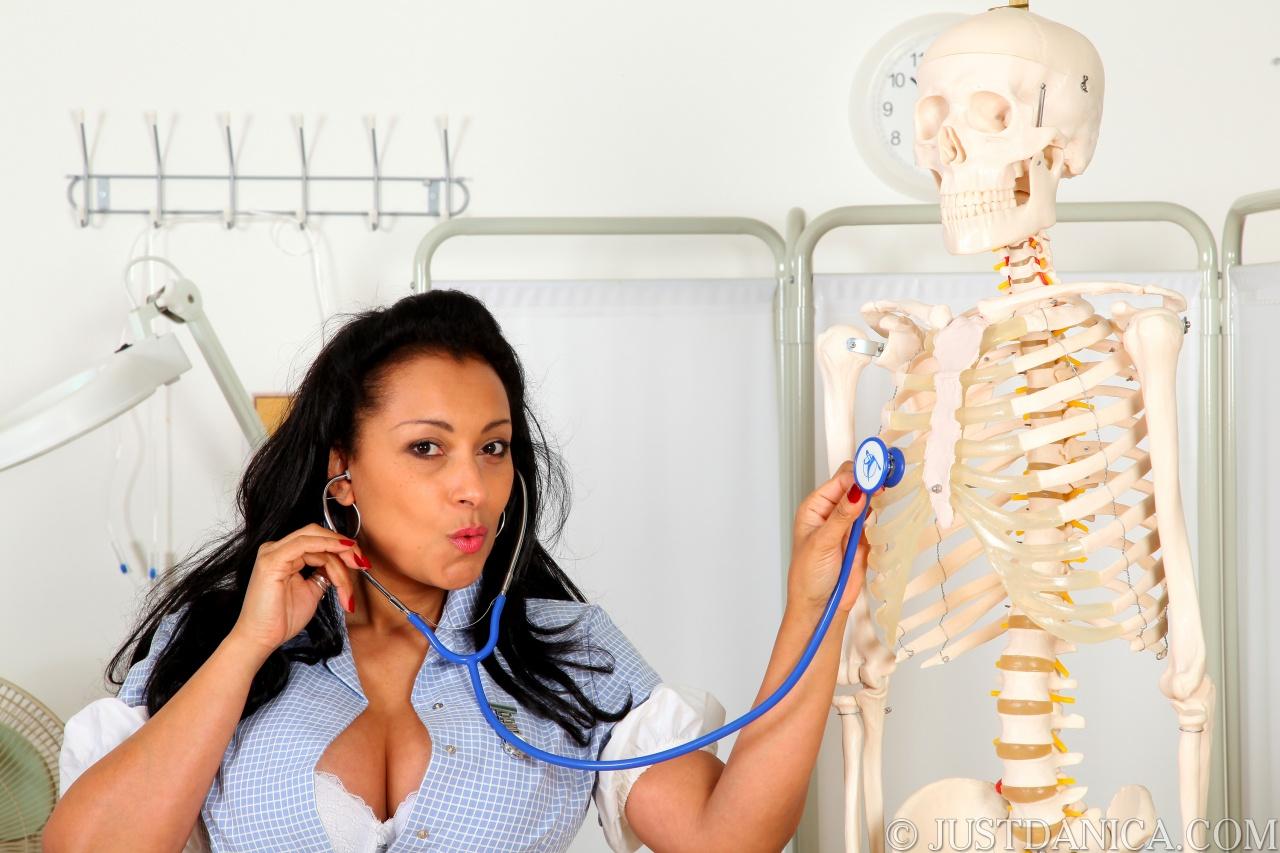 Трахнулв медсестра прием у гинекологов смотреть бесплатно 26 фотография
