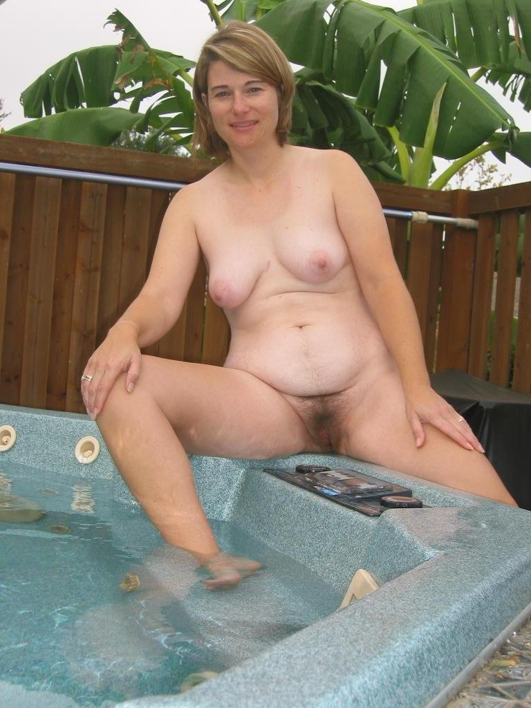 free naked picture of mature woman