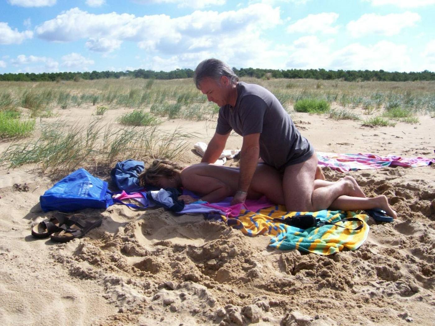 Секс с тётей на пляже 16 фотография