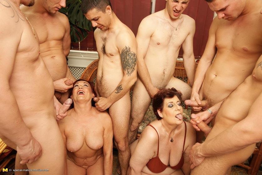 Смотреть бесплатно порно онлайн молодые парни изрелые женщины с большими сиськами 12 фотография
