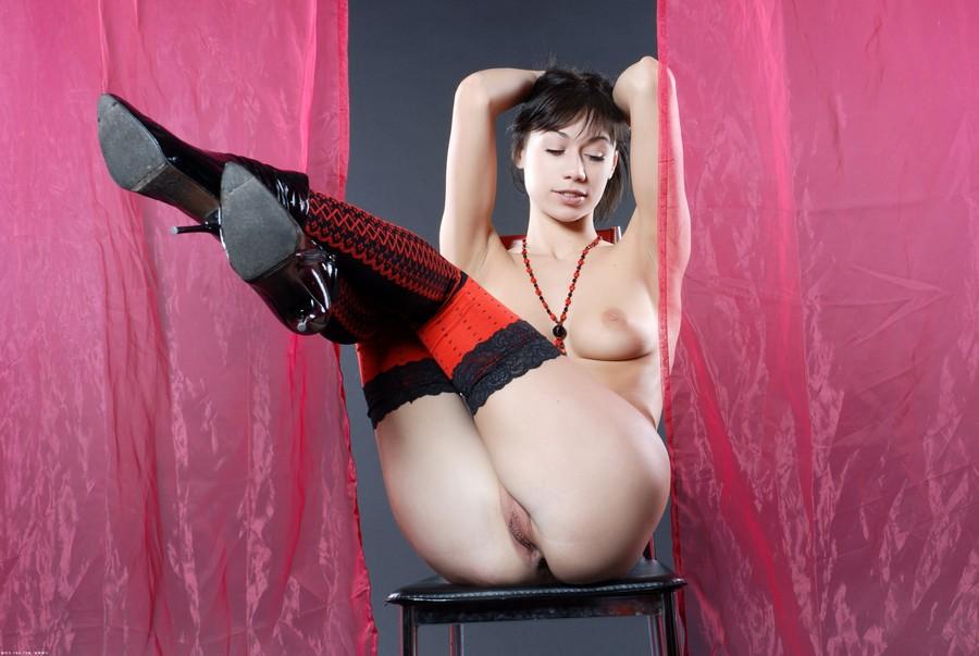 Mature Porno Pictures Porn Star Carli: www.older-mature.net/mature-porno-pictures/29072.html