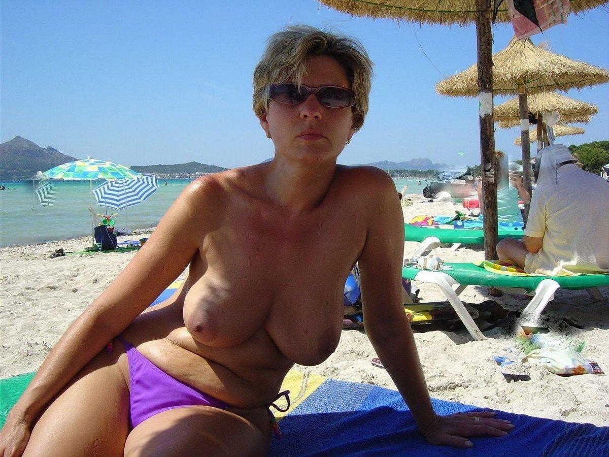 Частное фото русская жена на пляже 27 фотография
