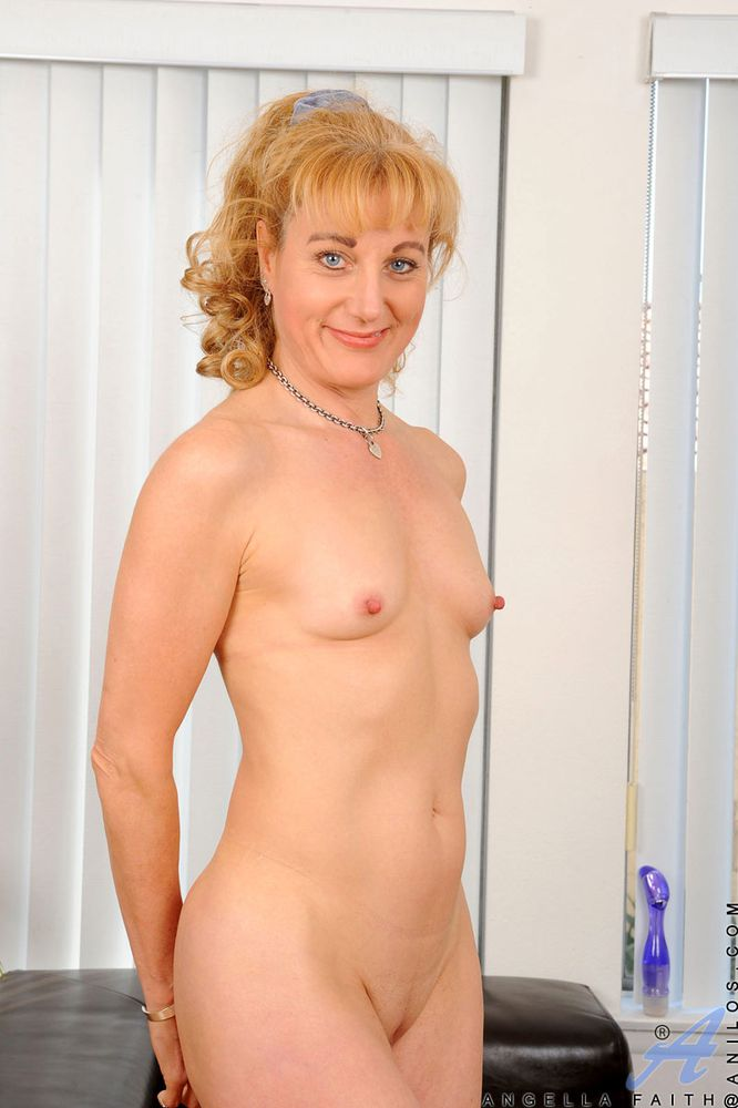 Sey Flat Tits Mature Mom Nude From Lustymaturemoms Filmvz Portal
