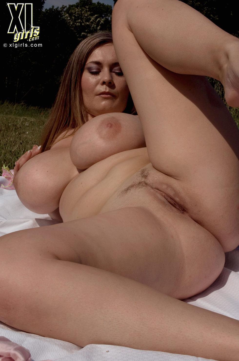 Пышная девушка порно бесплатно 8 фотография