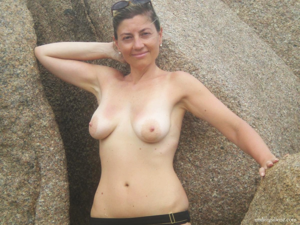 Braless sexy girl porn pictures