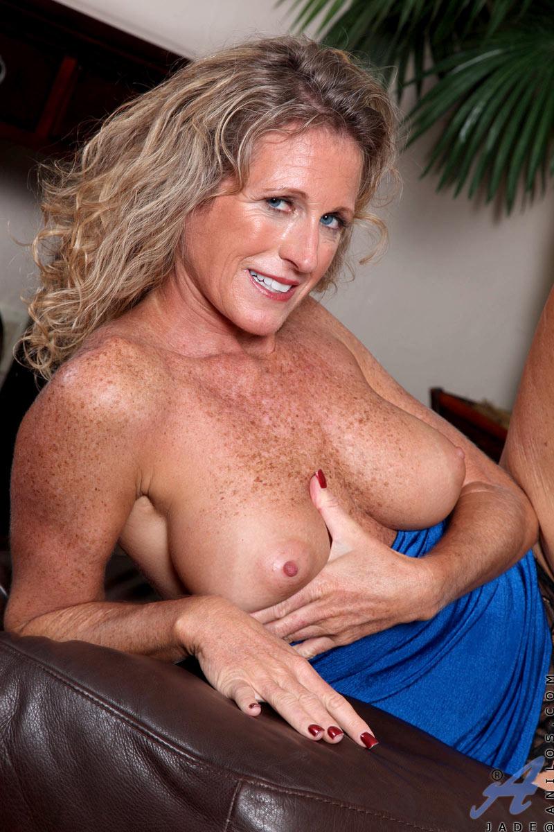 Tumber nude women
