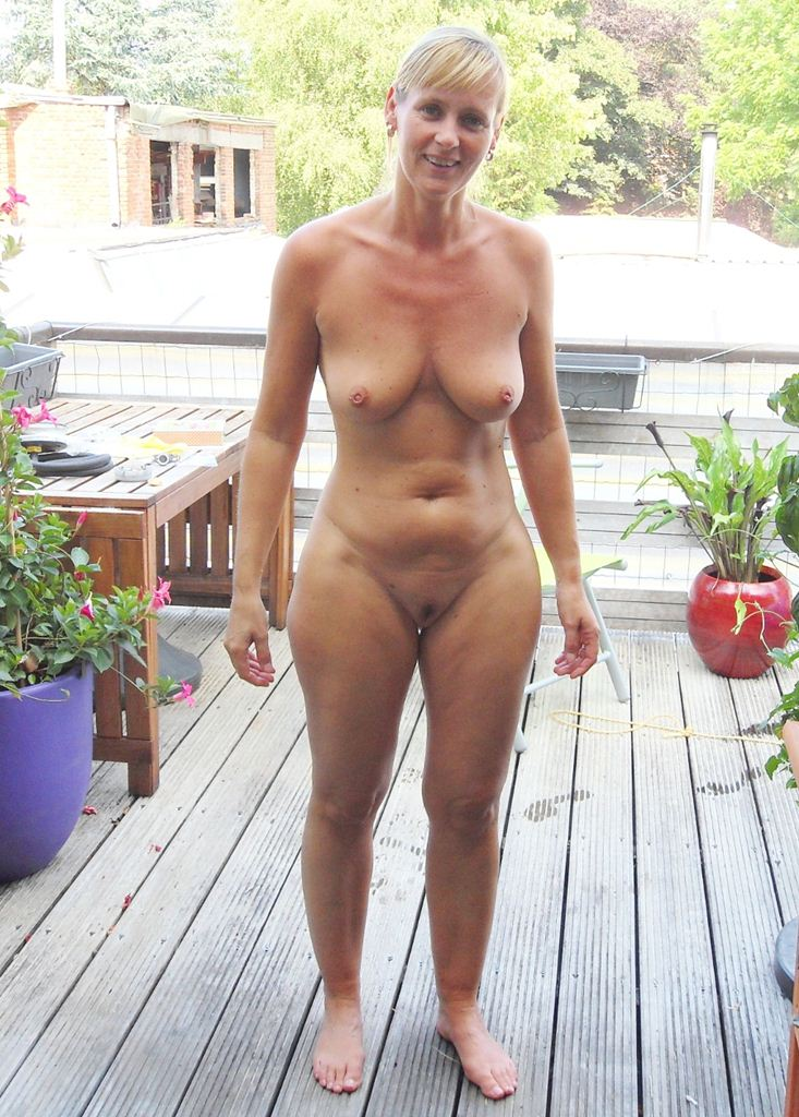 Nude wife of america